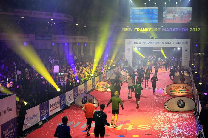BMW Frankfurt Marathon 2012 - meta w hali targowej