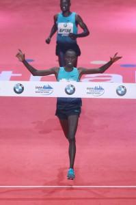 Kenyans Vincent Kipruto – zwycięzca 32. BMW Frankfurt Marathon (2:06:15)