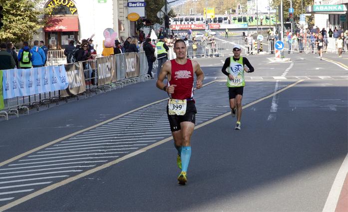 Anže Česen biegnie w maratonie (fot. Anže Česen)