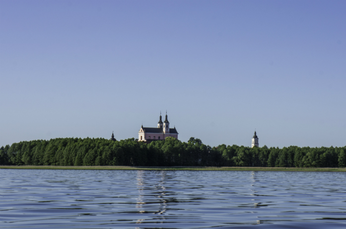 Widok na klasztor w Wigrach / fot. Piotr Dymus
