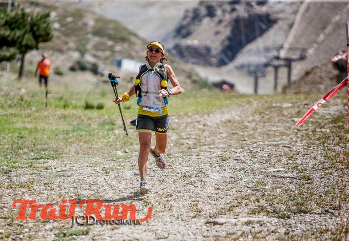 Melanie Rousset - pierwsza kobieta na dystansie 100 km Ultra Sierra Nevada / fot. @JCDfotografia @RevistaTrailRun
